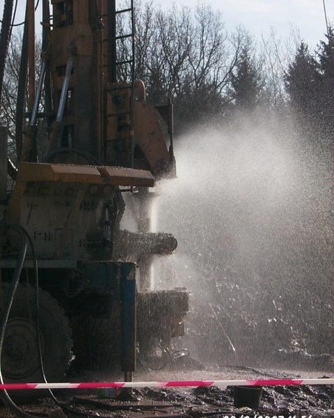 Succesvolle waterboring - debiet ongeveer 5 m³ / h